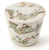 A SMALL FAMILLE ROSE CYLINDRICAL JAR AND COVER