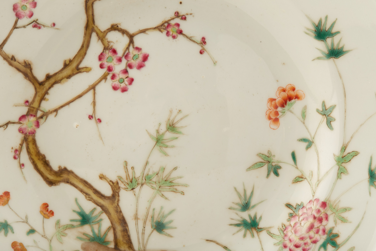 Lot 13 - A FAMILLE ROSE 'THREE FRIENDS' PORCELAIN DISH