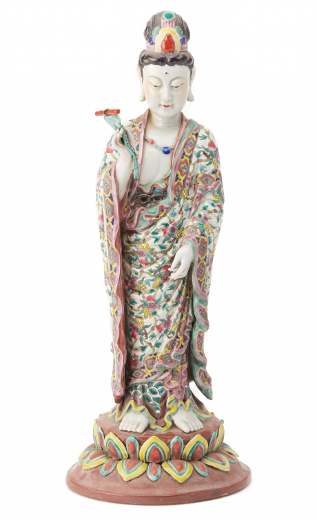 Lot 4 - A LARGE FAMILLE ROSE FIGURE OF GUANYIN