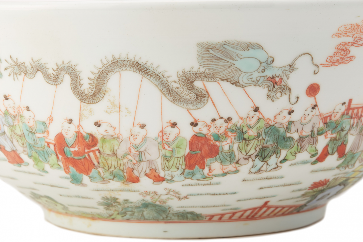 Lot 2 - A LARGE 'HUNDRED BOYS' PORCELAIN BOWL