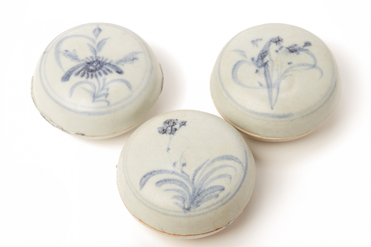 Lot 51 - SIX BLUE AND WHITE PORCELAIN COSMETIC BOXES (2)