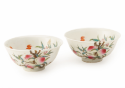 A PAIR OF FAMILLE ROSE PEACH AND BAT BOWLS
