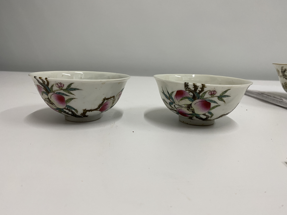 Lot 15 - A PAIR OF FAMILLE ROSE PEACH AND BAT BOWLS