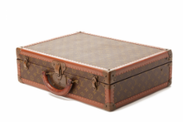 A VINTAGE LOUIS VUITTON MONOGRAM CANVAS HARDSIDED SUITCASE