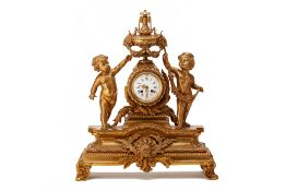 AN ANTIQUE FRENCH ORMOLU MANTEL CLOCK