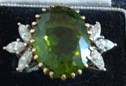 Vintage White and Yellow Metal Diamond and Aventurine Ring - UK size P - 8.0 grams.