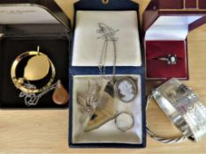 Lot of sterling silver and silver gilt jewellery