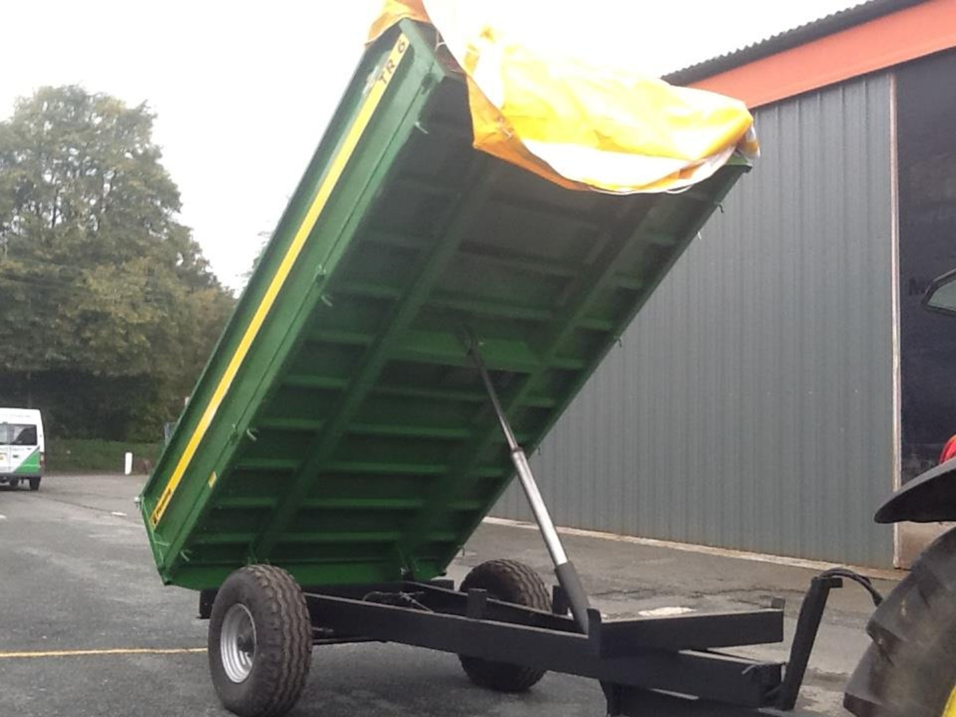 FLEMING 6TR TIPPING TRAILER (2016). HYD BRAKES, REMOVABLE SIDES. LOCATED TAVISTOCK PL19 8DH - Image 2 of 5