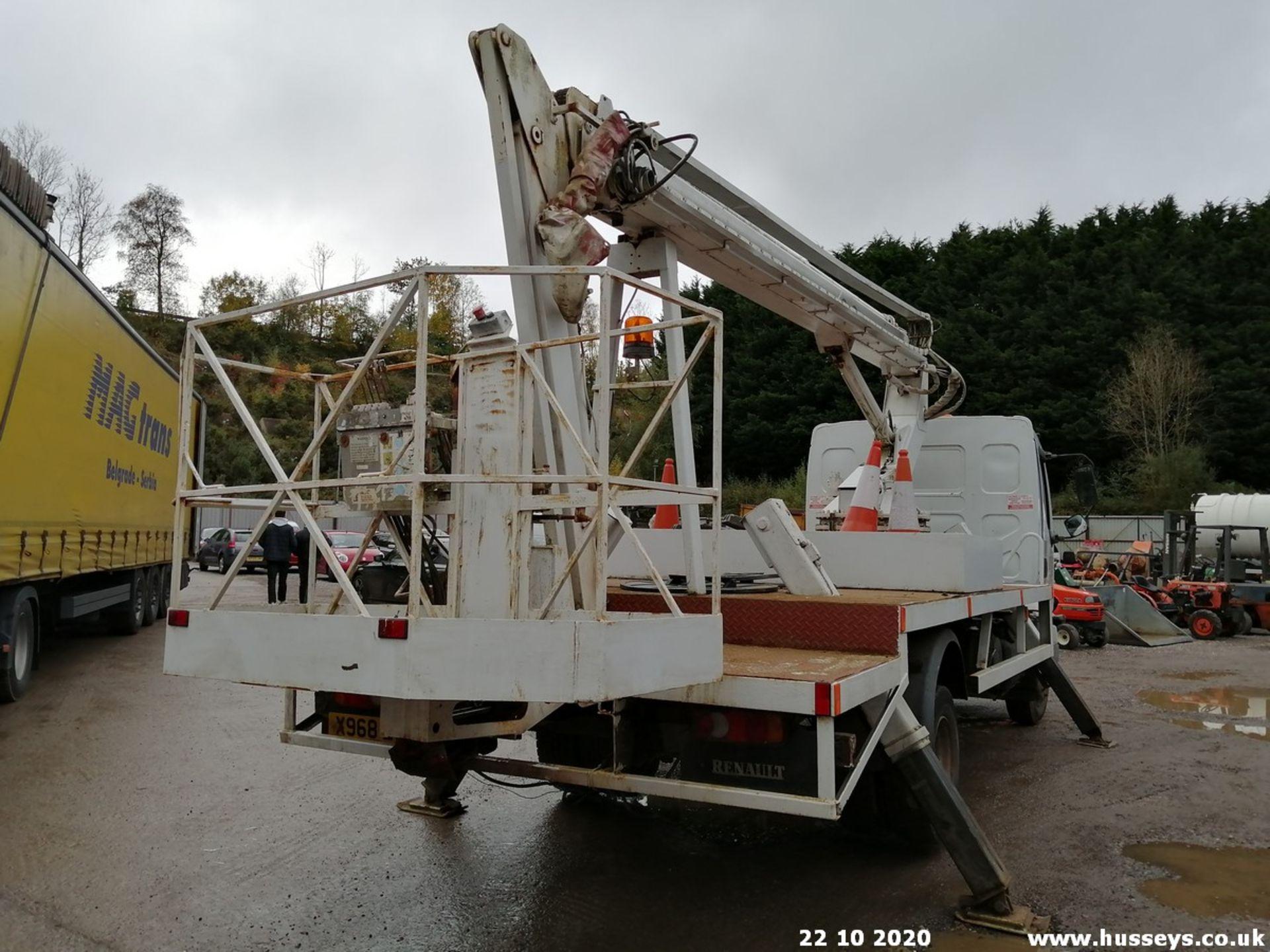 2001 RENAULT MIDLUM CHERRY PICKER- 4116cc 5dr (White, 362k) - Image 6 of 7
