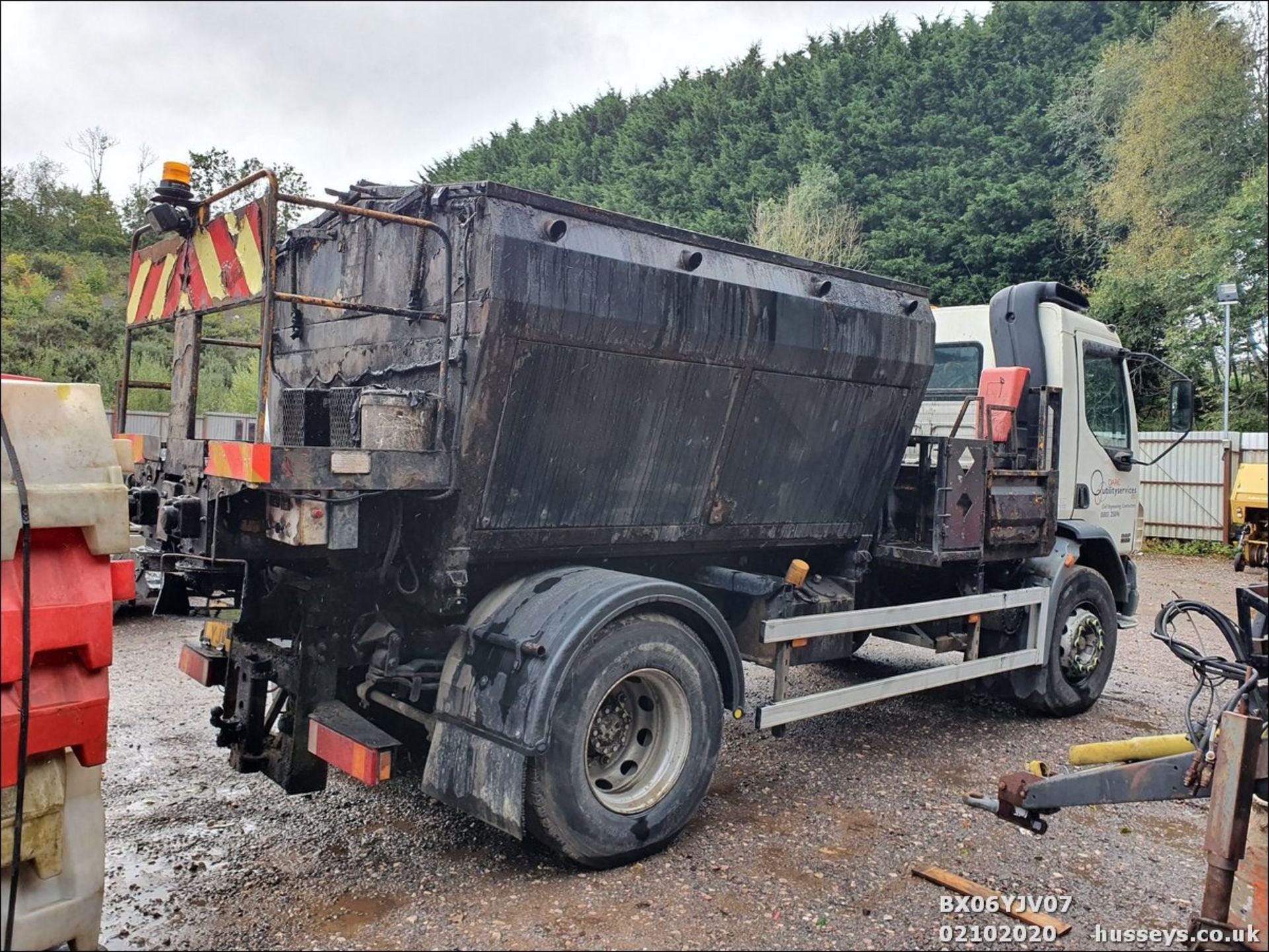 06/06 DAF TRUCKS FA LF55.220 HOTBOX - 5880cc (White, 358k) - Image 5 of 10