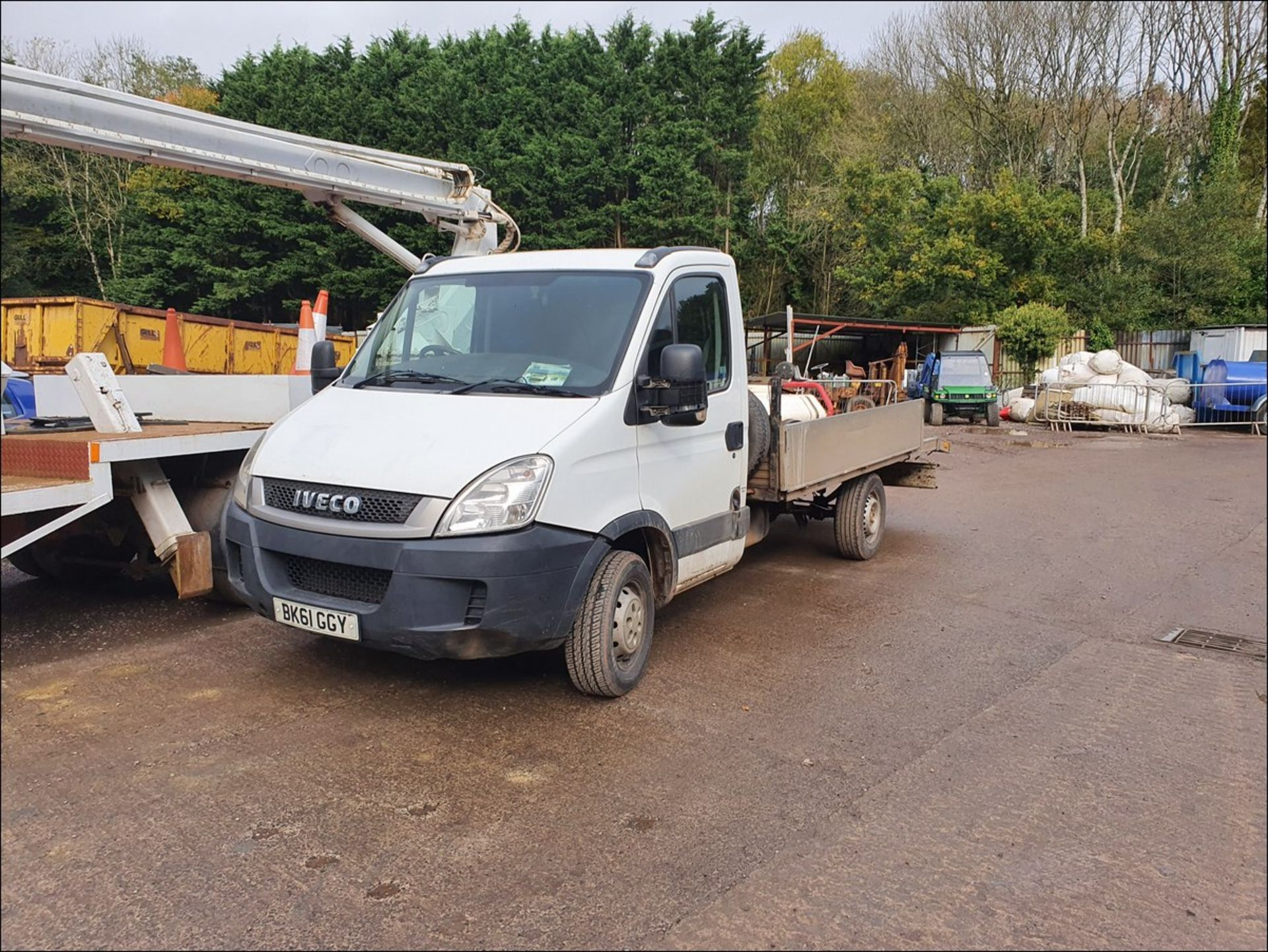 11/61 IVECO DAILY 35S11 MWB - 2287cc 2dr Flat Bed (White/blue, 194k) - Image 2 of 9