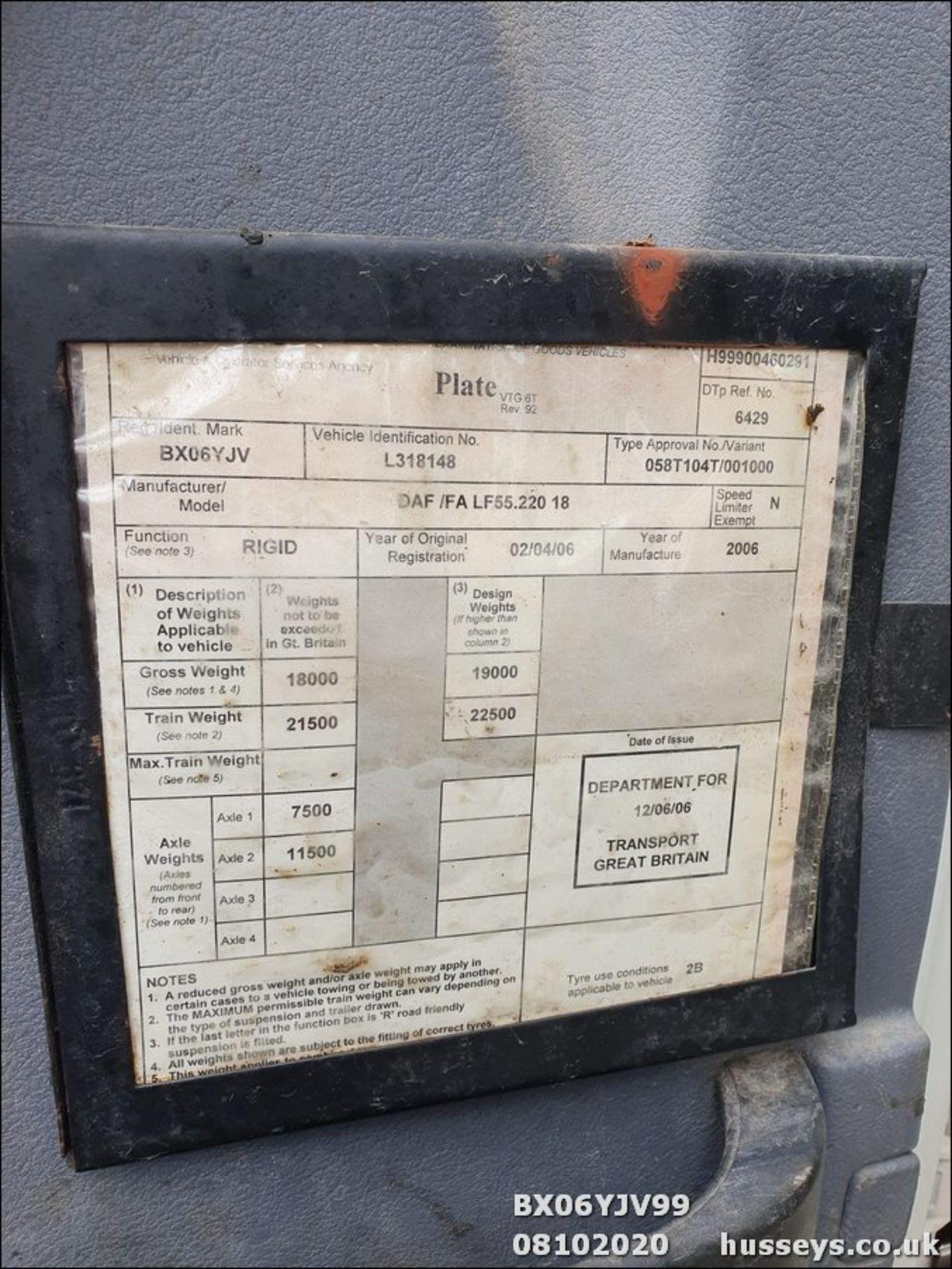 06/06 DAF TRUCKS FA LF55.220 HOTBOX - 5880cc (White, 358k) - Image 10 of 10