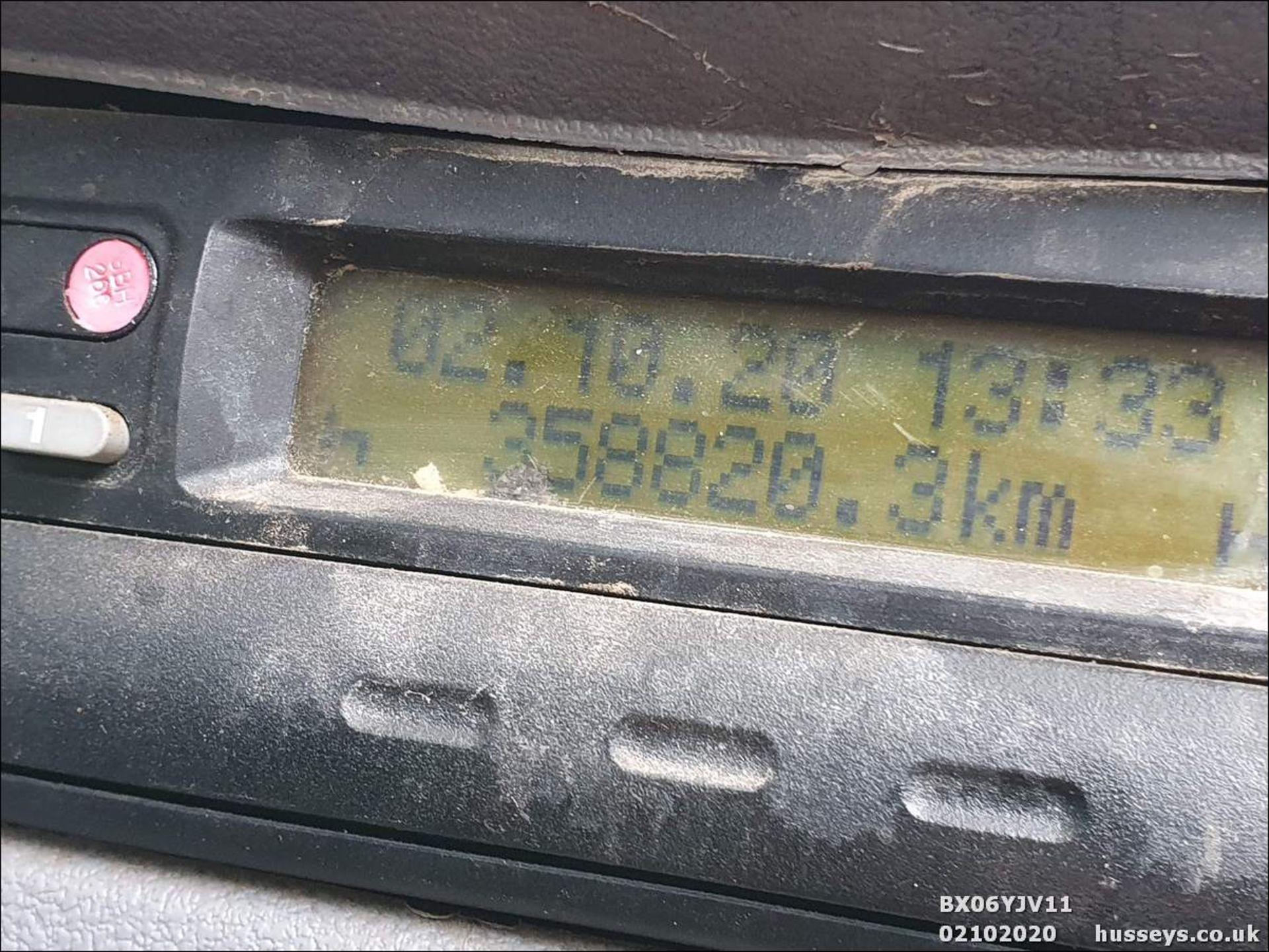 06/06 DAF TRUCKS FA LF55.220 HOTBOX - 5880cc (White, 358k) - Image 9 of 10