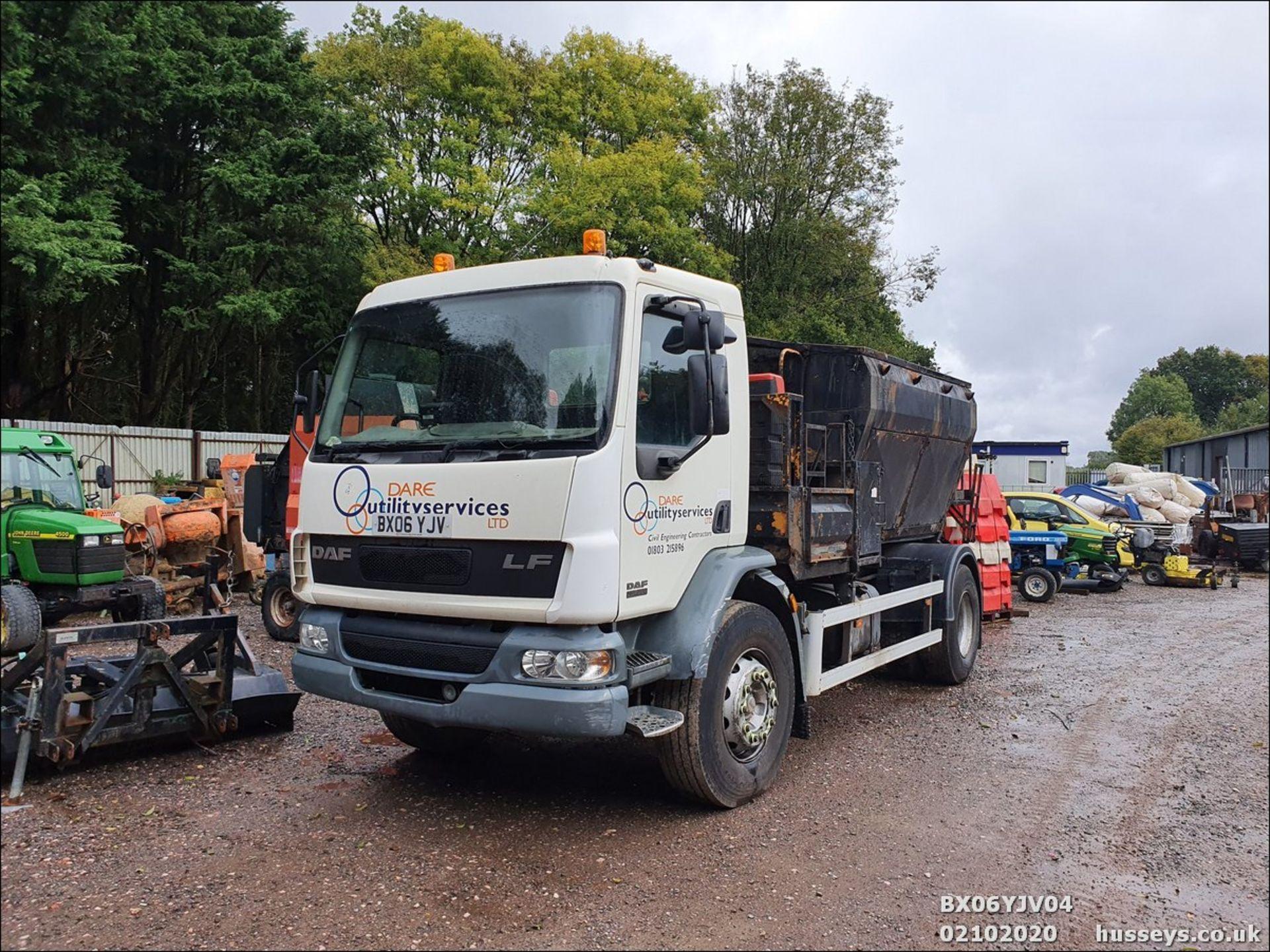 06/06 DAF TRUCKS FA LF55.220 HOTBOX - 5880cc (White, 358k) - Image 2 of 10