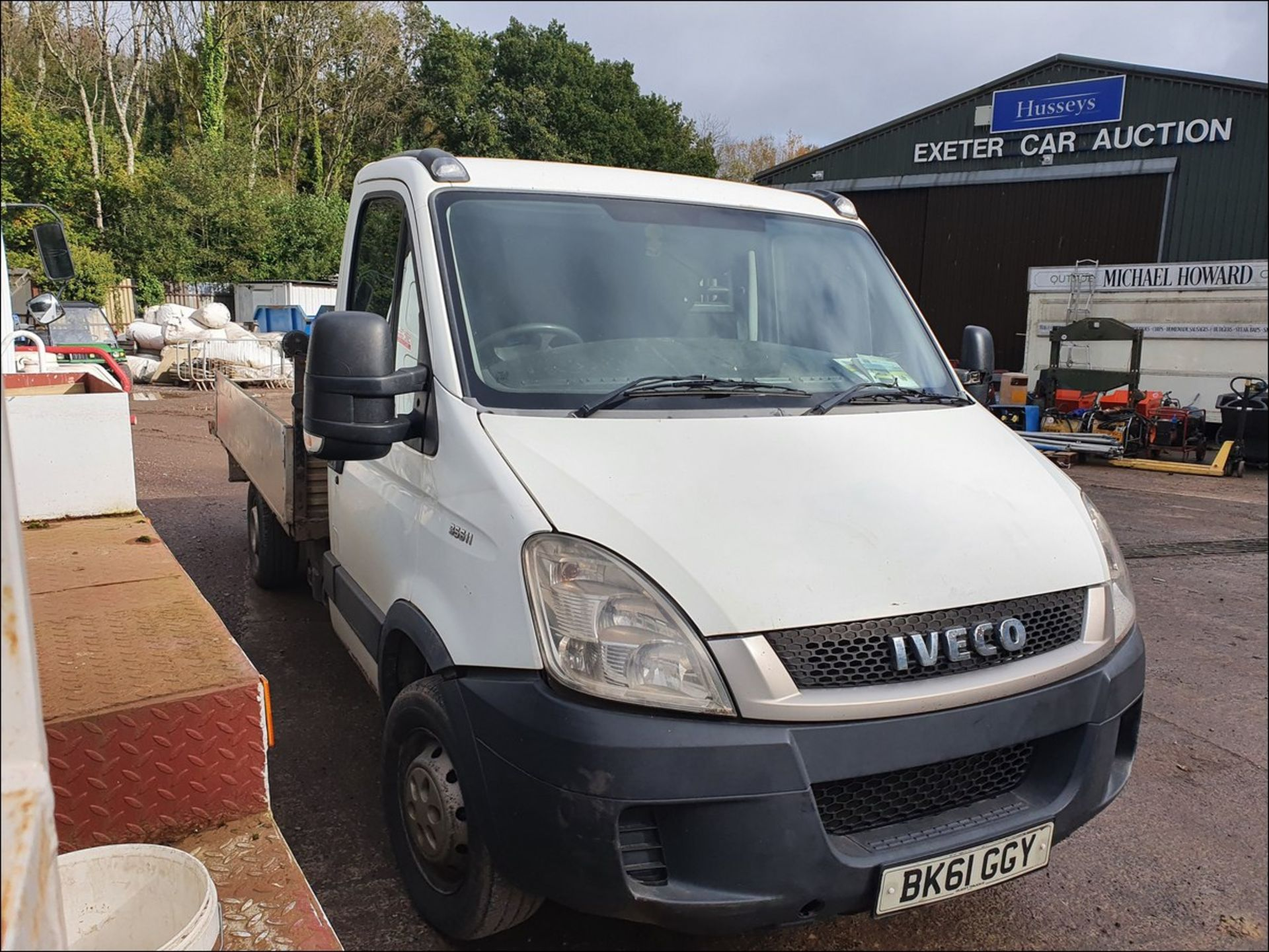 11/61 IVECO DAILY 35S11 MWB - 2287cc 2dr Flat Bed (White/blue, 194k) - Image 3 of 9