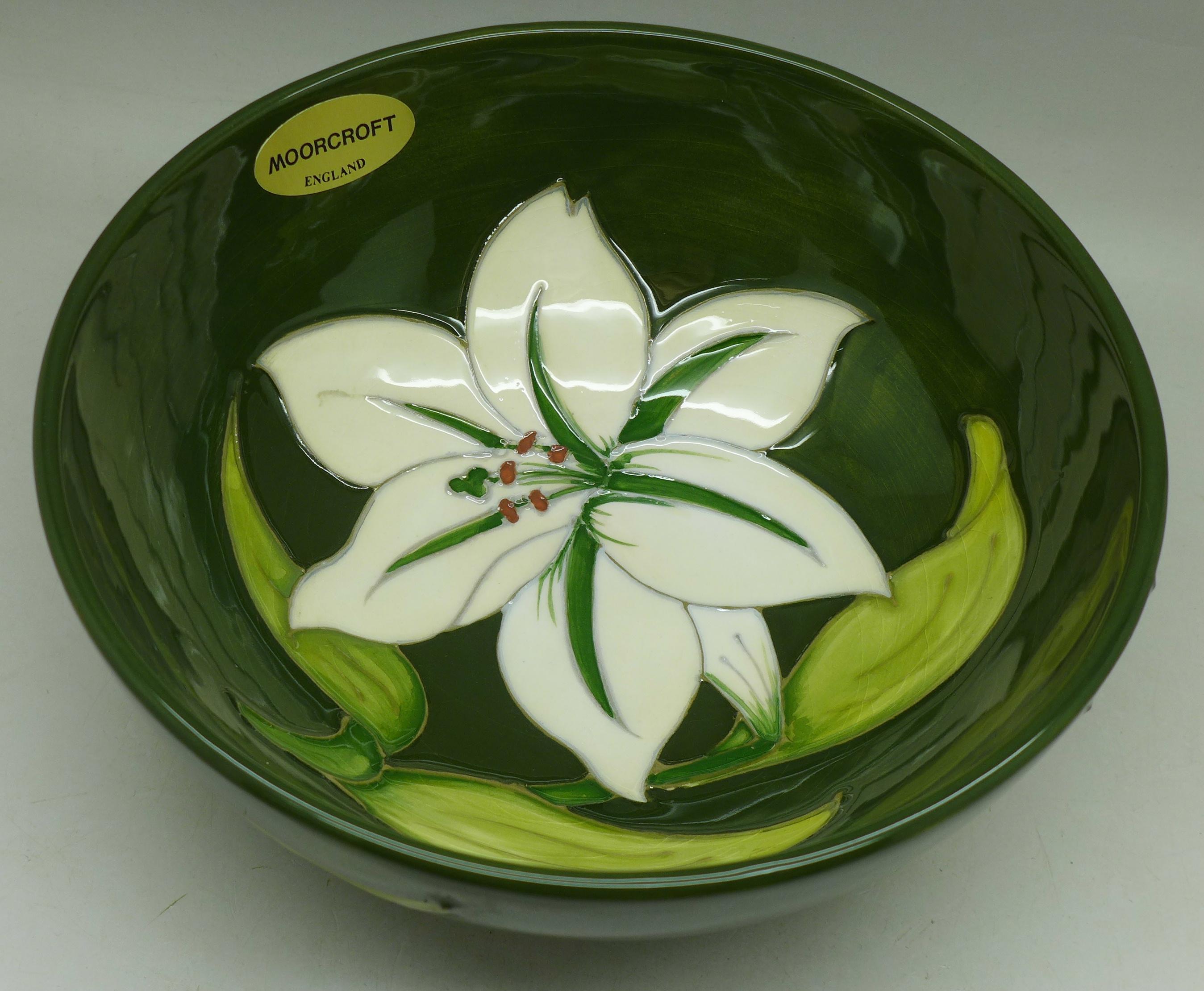 A Moorcroft Bermuda Lily bowl, 163mm diameter - Image 2 of 6