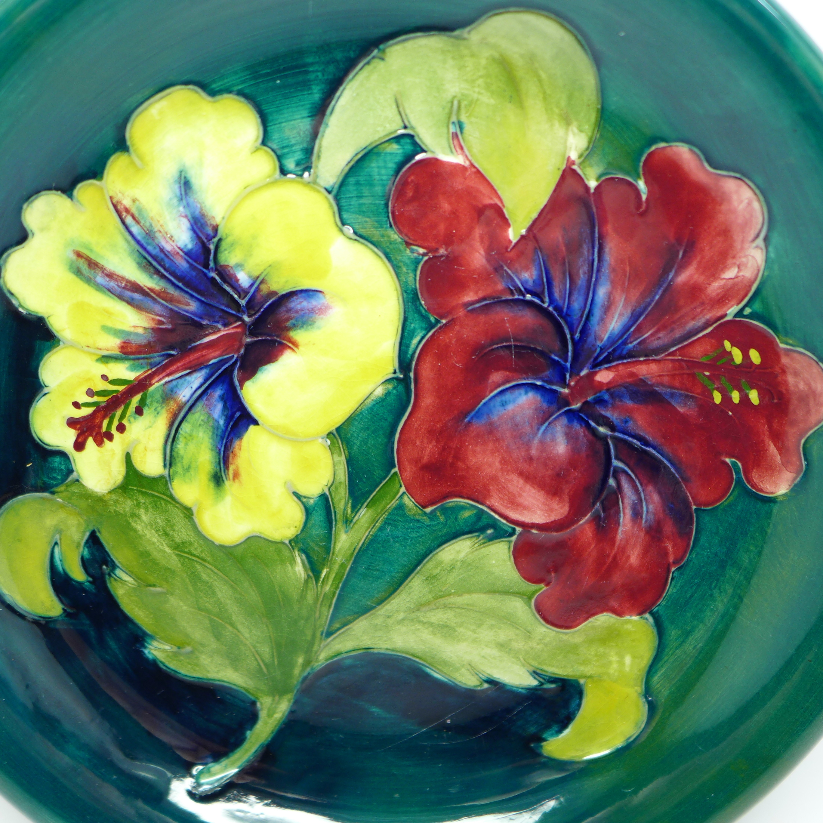 A Moorcroft hibiscus plate, with paper label, Late Queen Mary, 218mm - Image 2 of 6