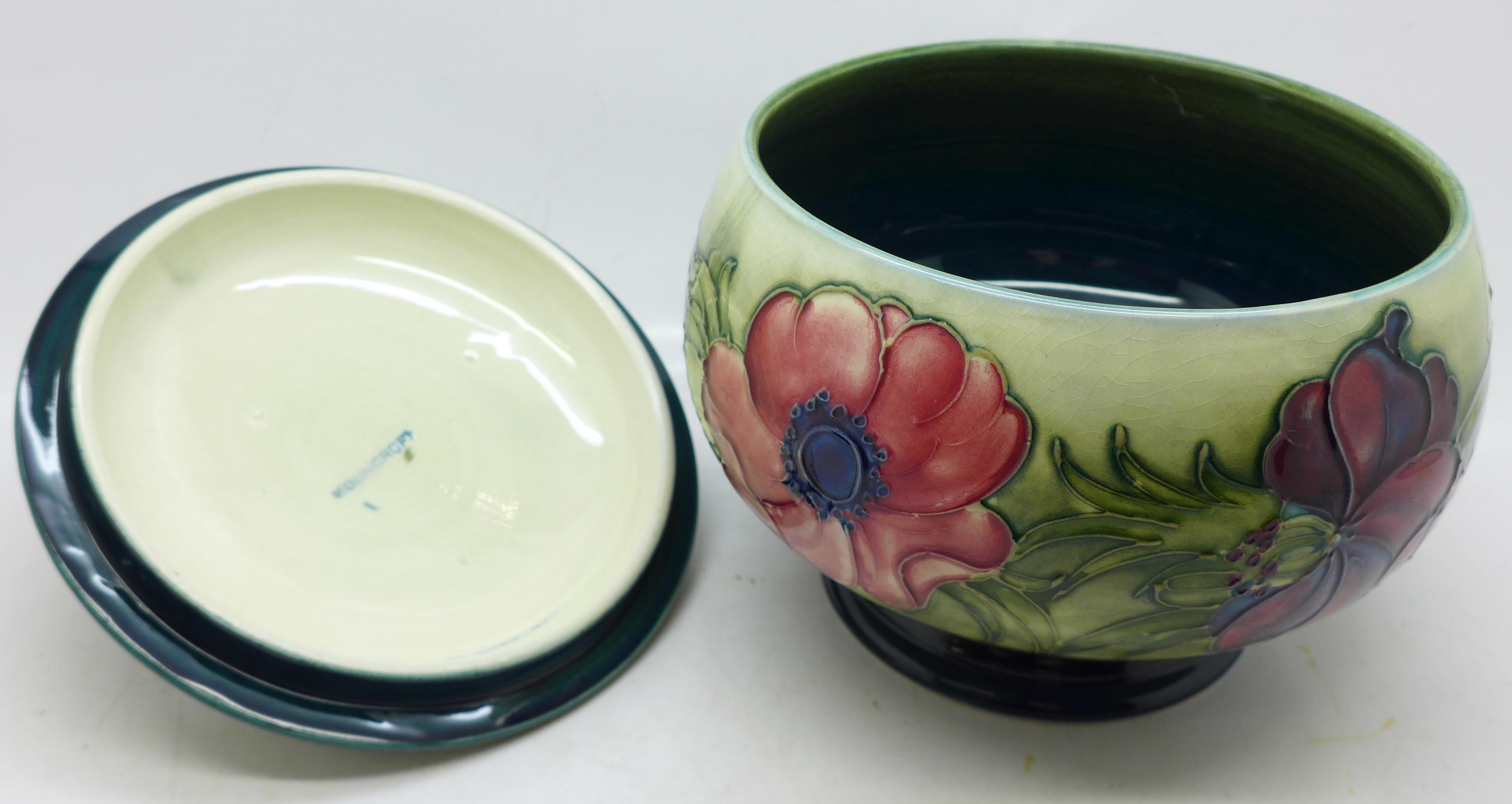 A Moorcroft anemone lidded pot, 12.5cm diameter - Image 6 of 8