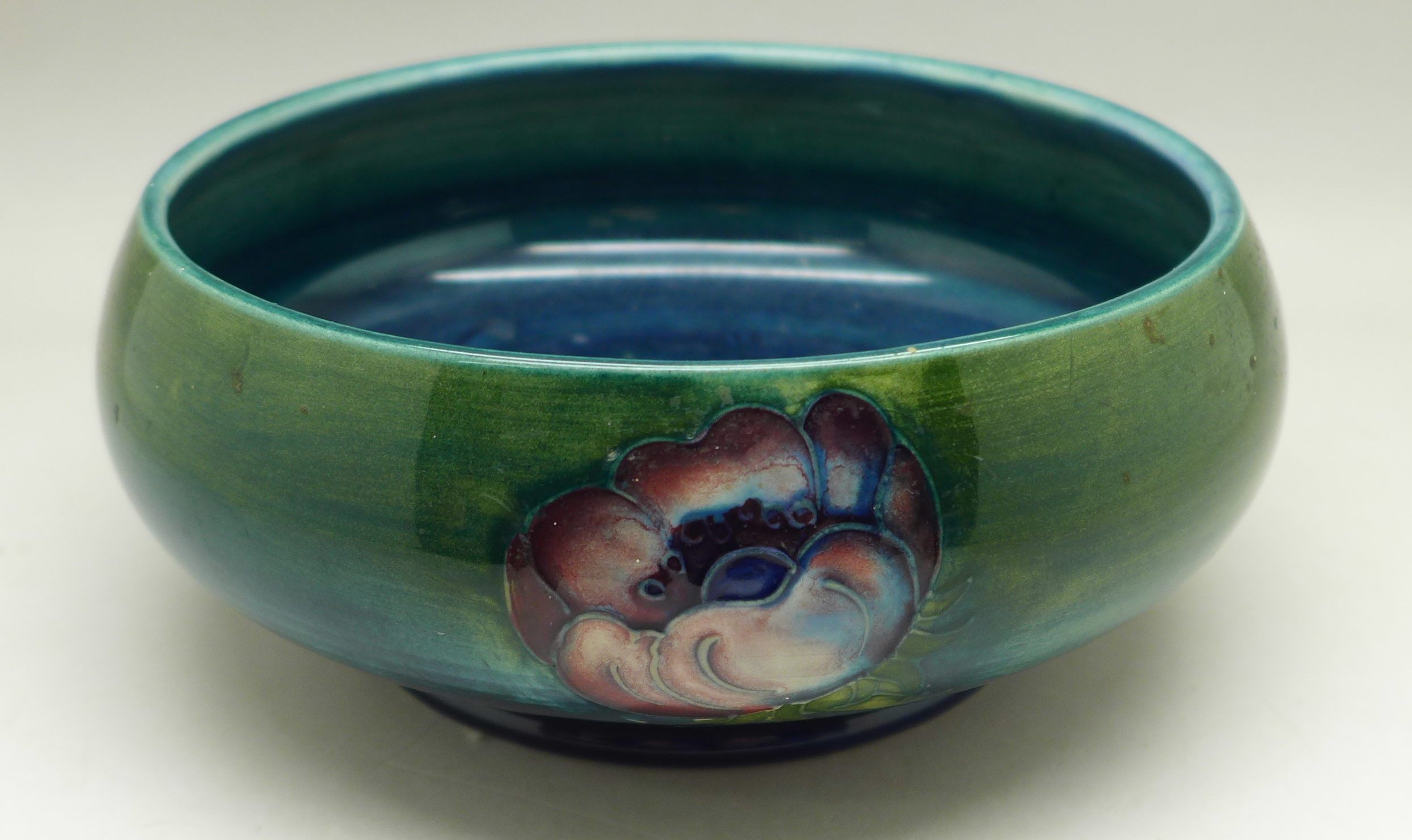A Moorcroft anemone dish, 13.5cm diameter - Image 3 of 5