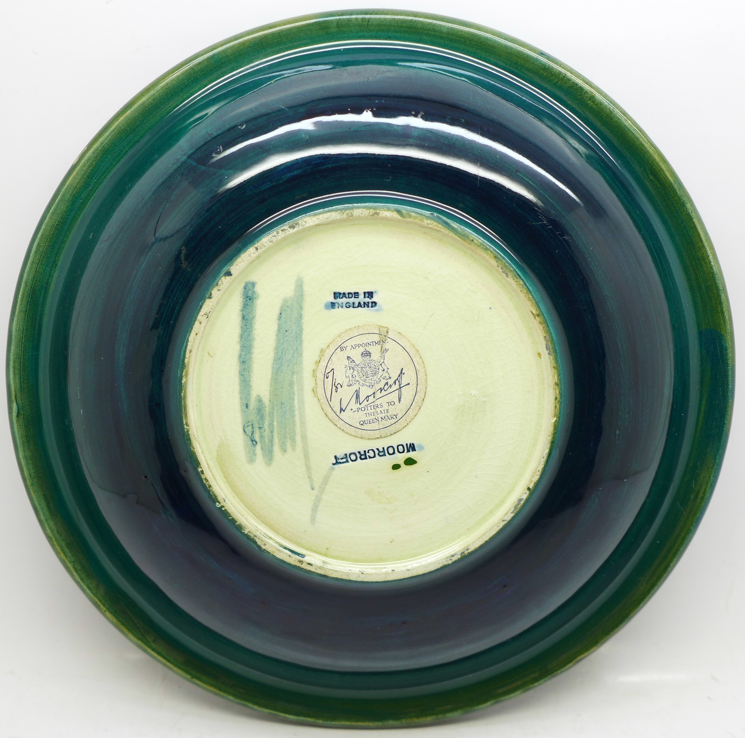 A Moorcroft hibiscus plate, with paper label, Late Queen Mary, 218mm - Image 4 of 6