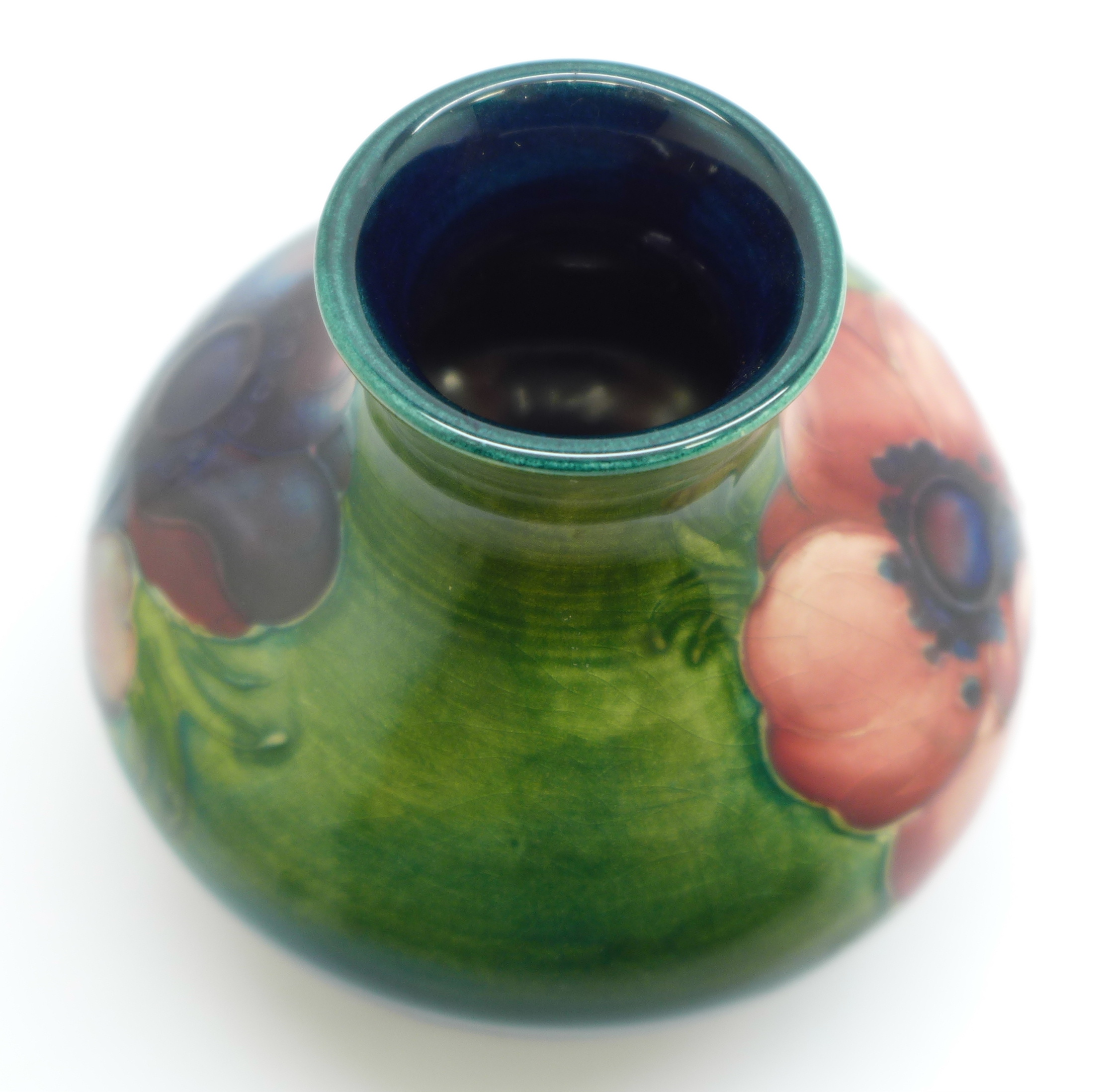 A Moorcroft anemone squat vase, with paper label, Late Queen Mary, 7cm - Image 4 of 5