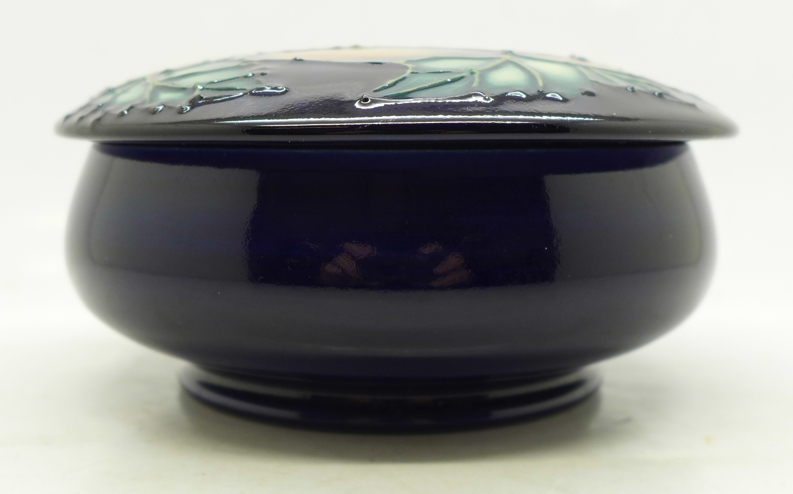 A Moorcroft Limited Edition lidded dish, 40/500, 122mm diameter - Image 2 of 5