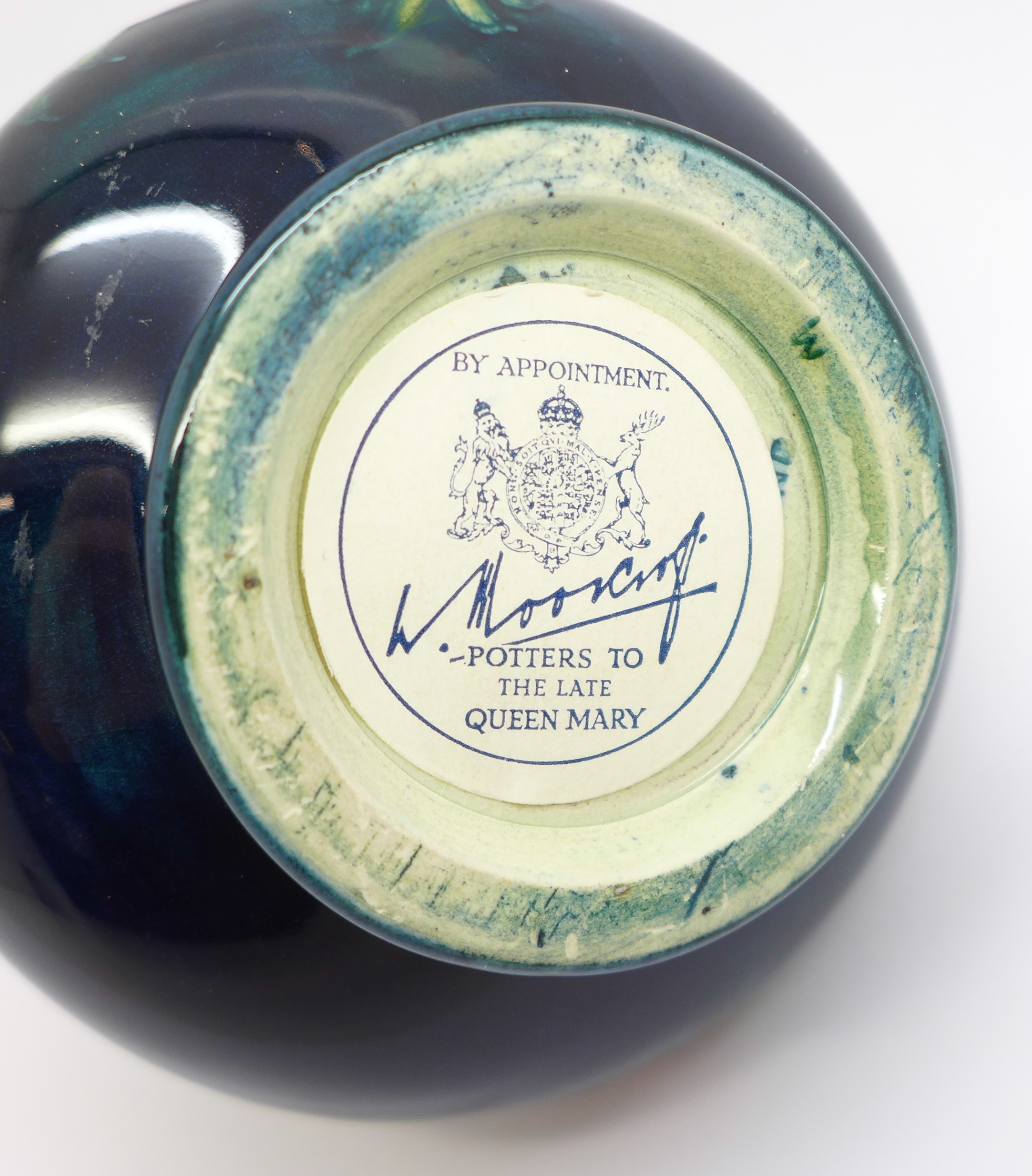 A Moorcroft anemone squat vase, with paper label, Late Queen Mary, 7cm - Image 5 of 5