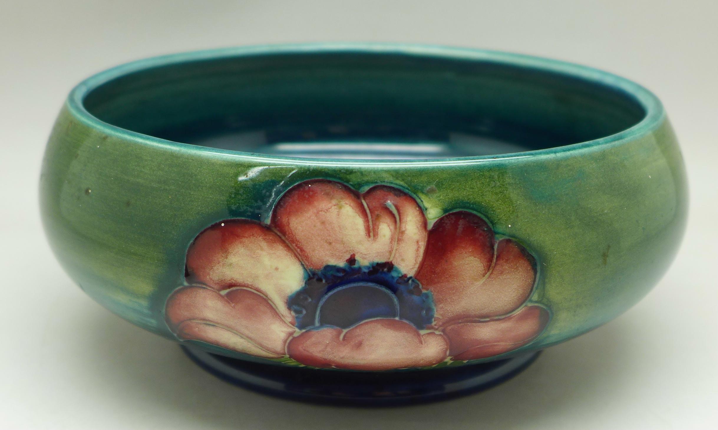 A Moorcroft anemone dish, 13.5cm diameter