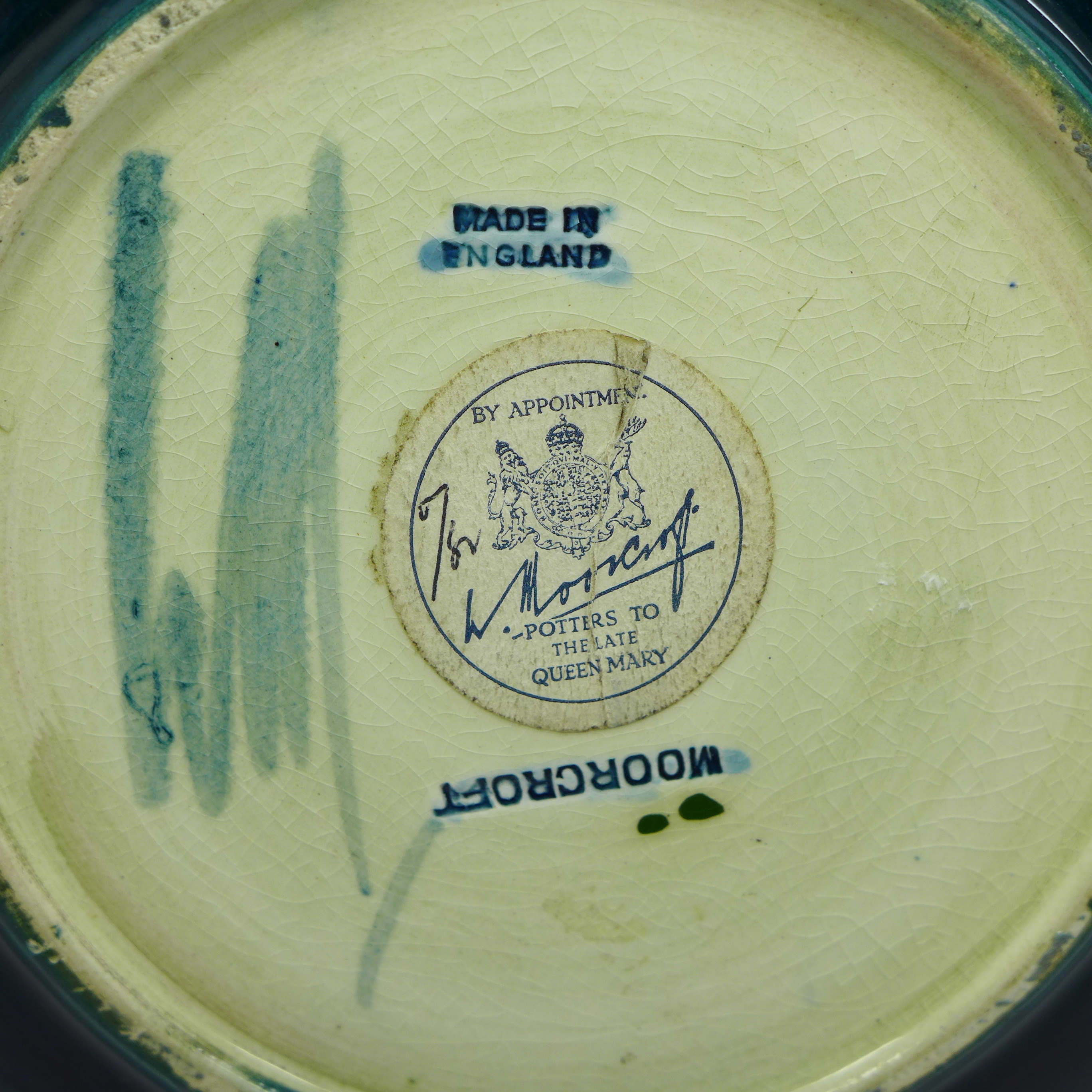 A Moorcroft hibiscus plate, with paper label, Late Queen Mary, 218mm - Image 5 of 6