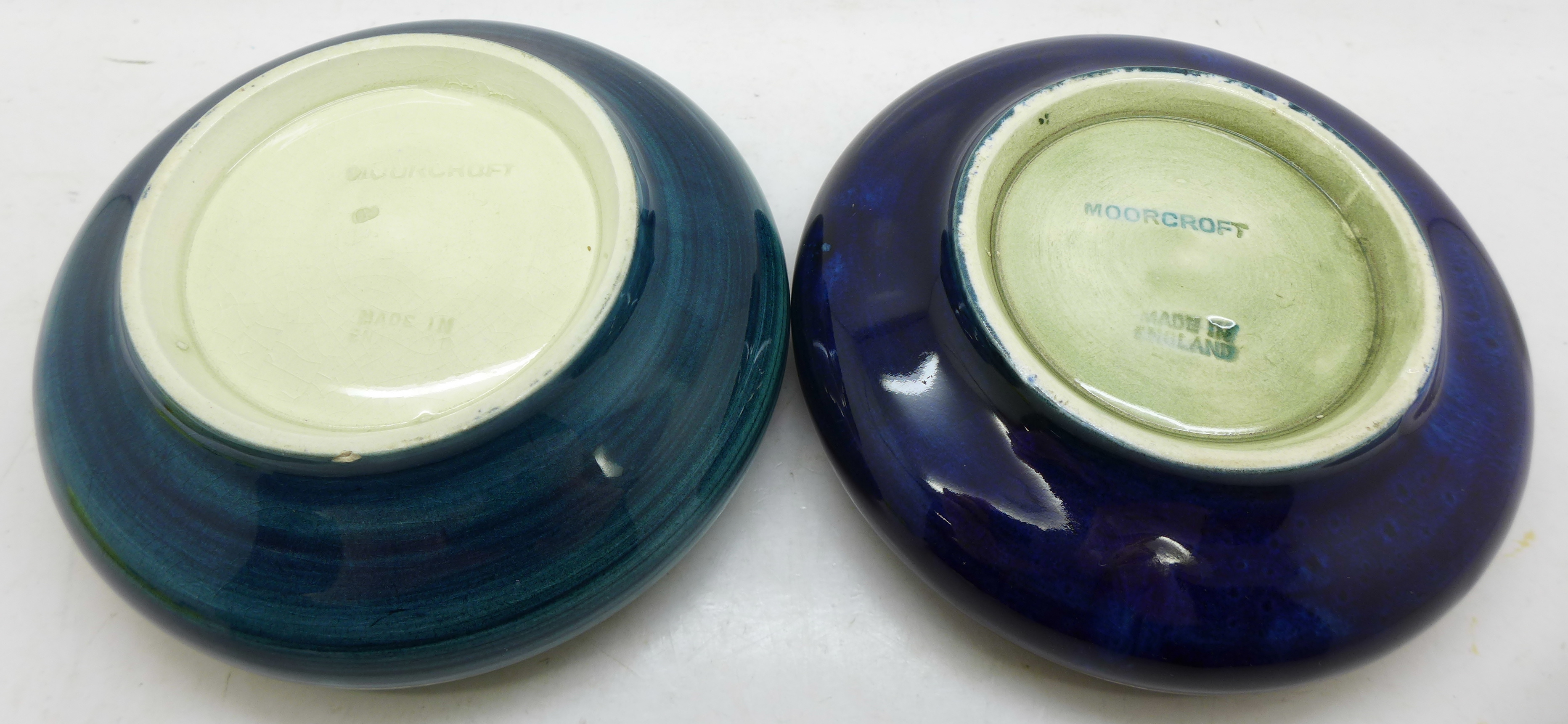 Two Moorcroft dishes, orchid a/f, chip under the rim, and anemone, 11cm, (14,125) - Image 5 of 5