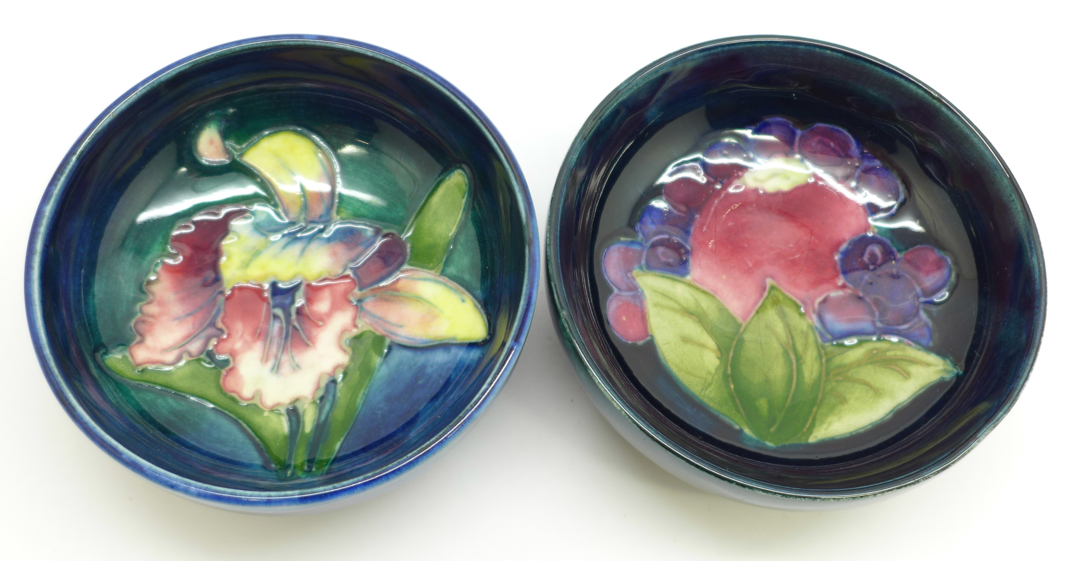Two Moorcroft dishes, orchid pattern a/f, chip on the side of the base, 72mm, (156,160) - Image 2 of 8