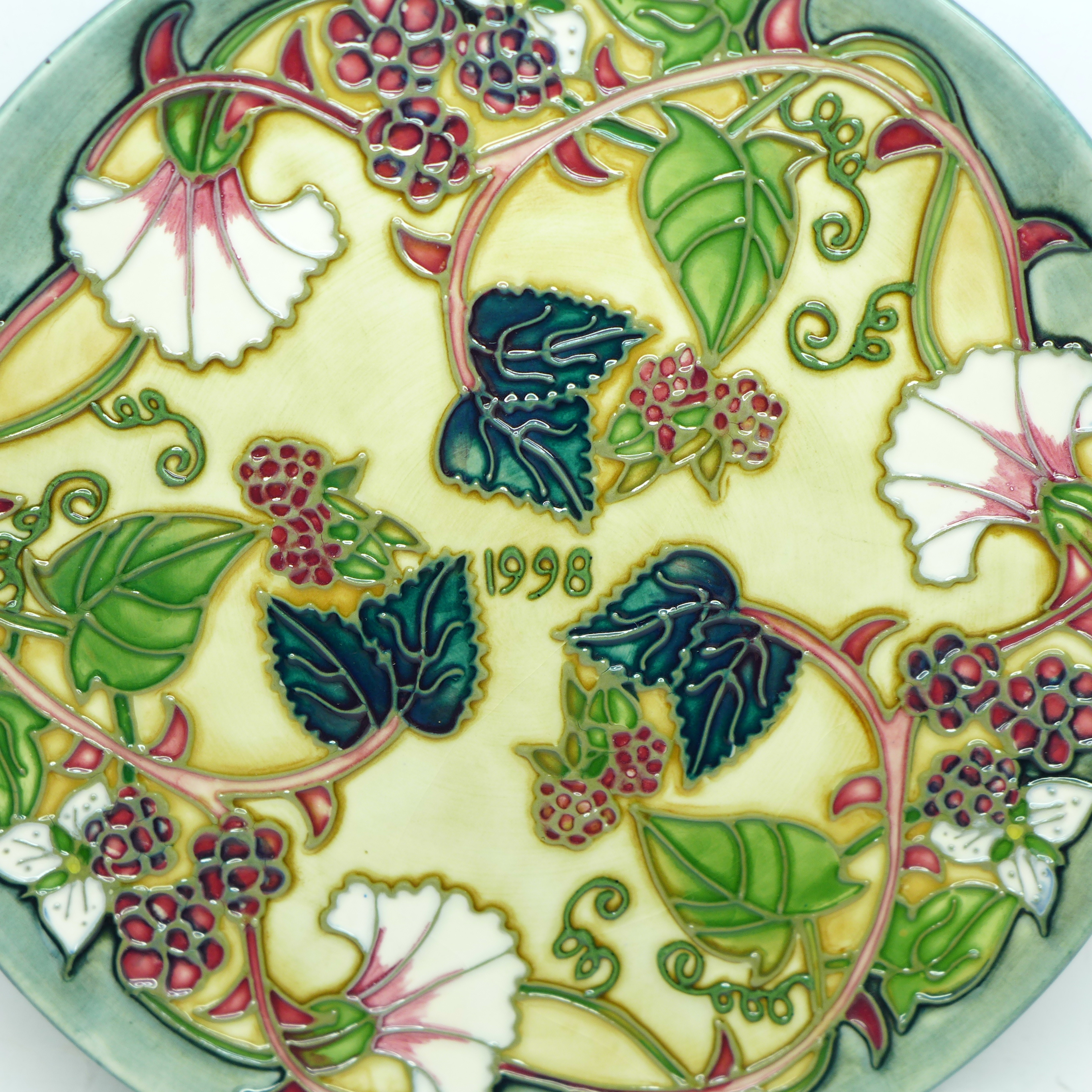A Moorcroft Limited Edition Year Plate 1998, 211/750, no box, 22cm - Image 2 of 5