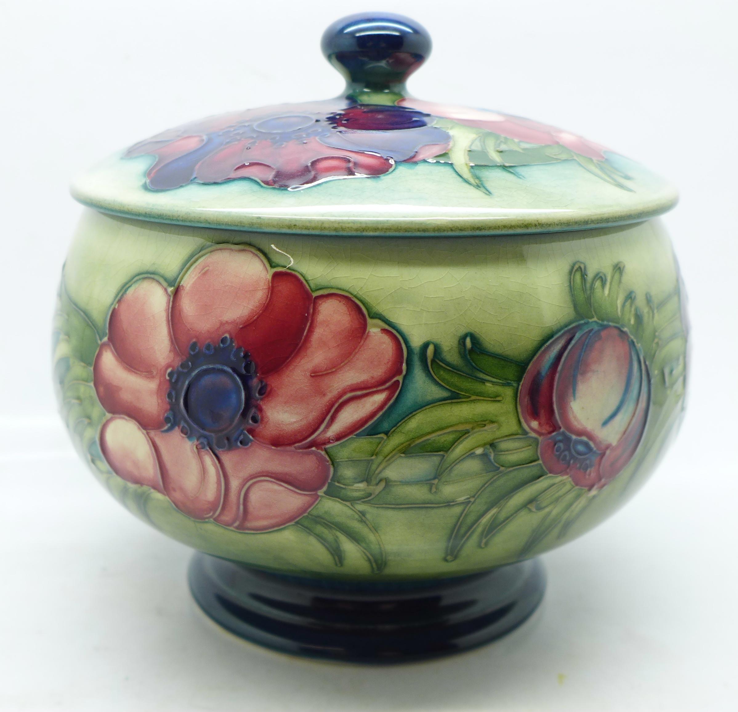 A Moorcroft anemone lidded pot, 12.5cm diameter - Image 4 of 8