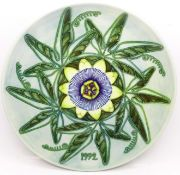 A Moorcroft Limited Edition Year Plate 1992, 422/500, boxed, 217mm