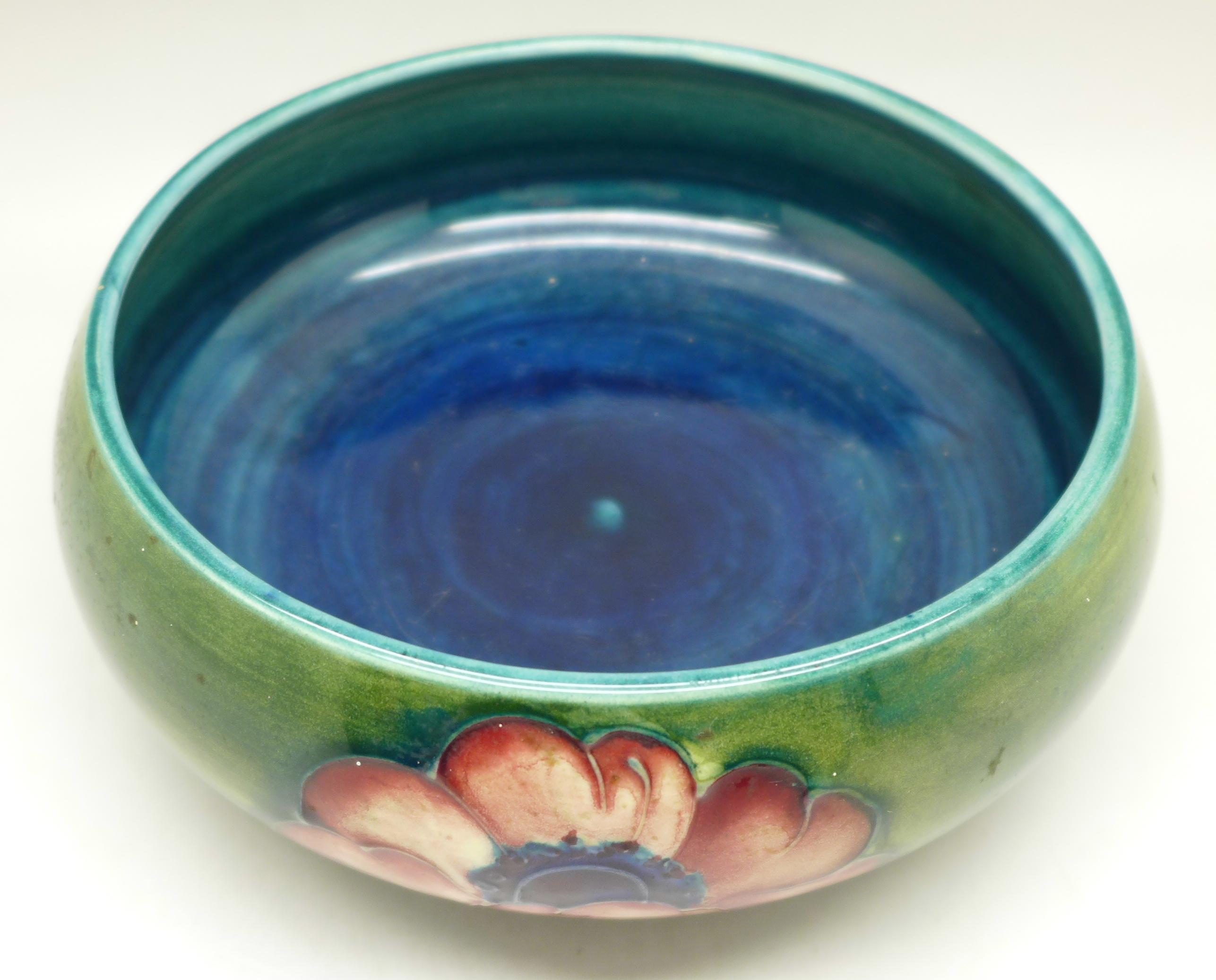 A Moorcroft anemone dish, 13.5cm diameter - Image 2 of 5