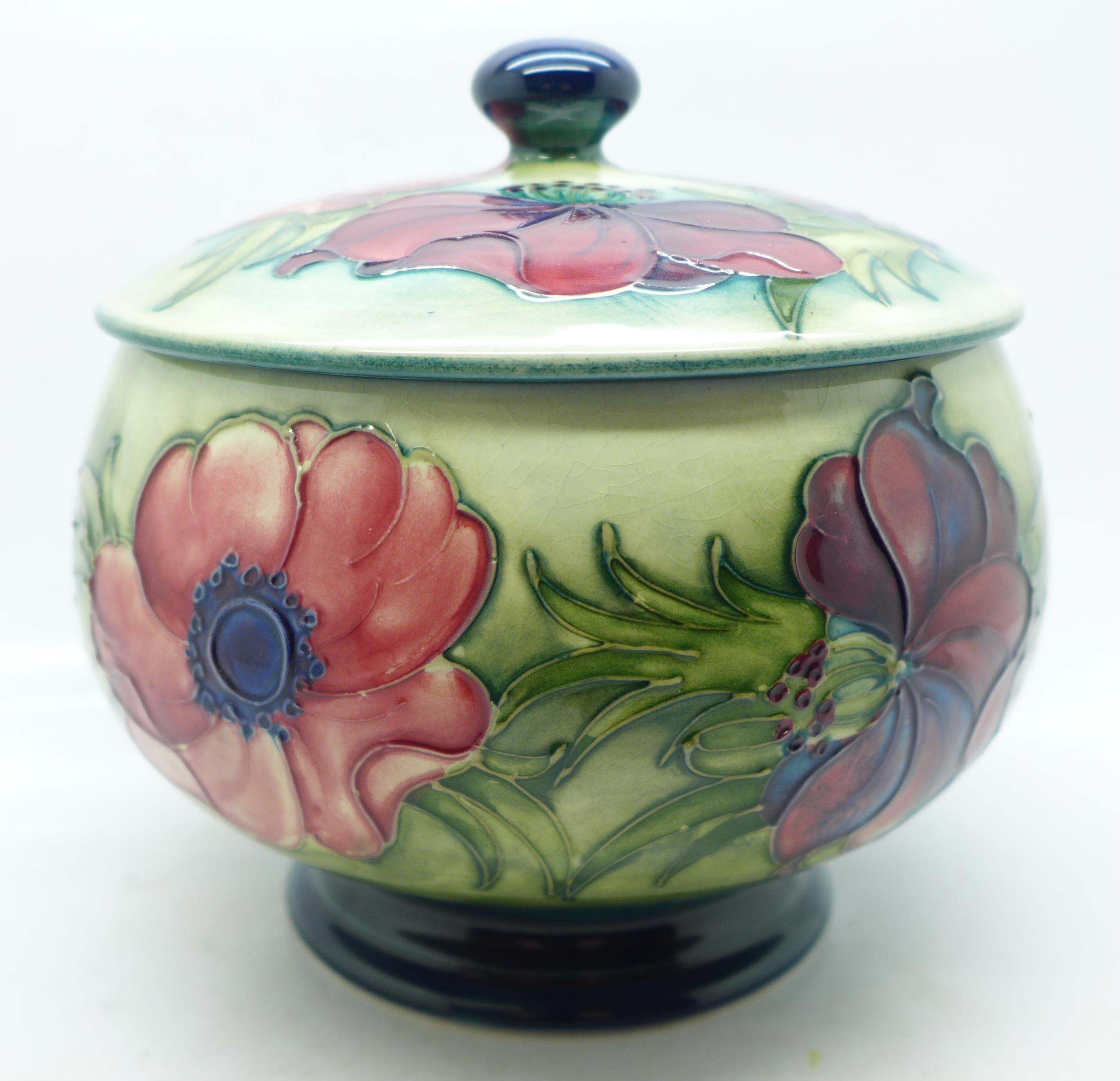 A Moorcroft anemone lidded pot, 12.5cm diameter - Image 5 of 8