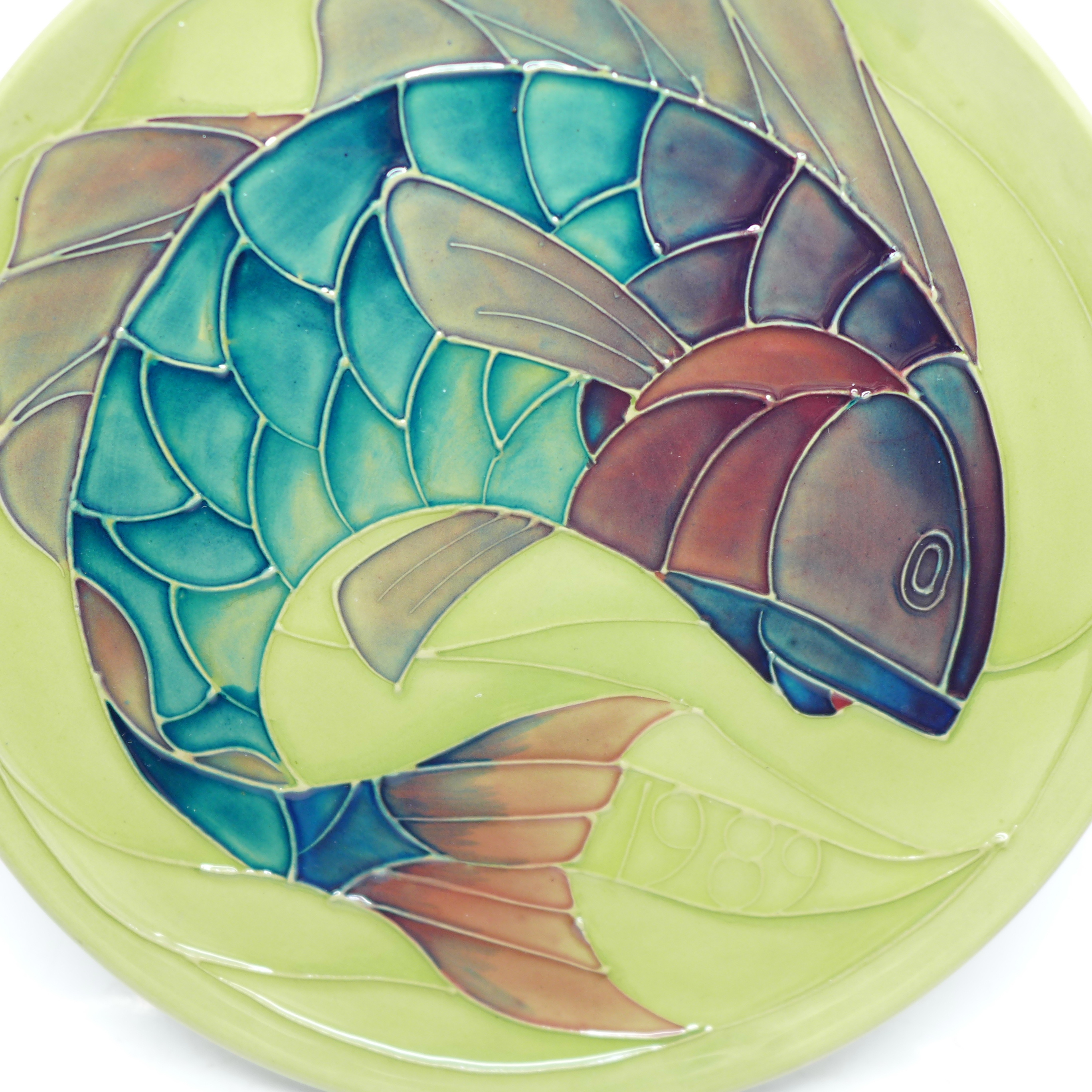 A Moorcroft Limited Edition Year Plate 1989, fish design, 212/250, no box, 218mm - Image 2 of 5