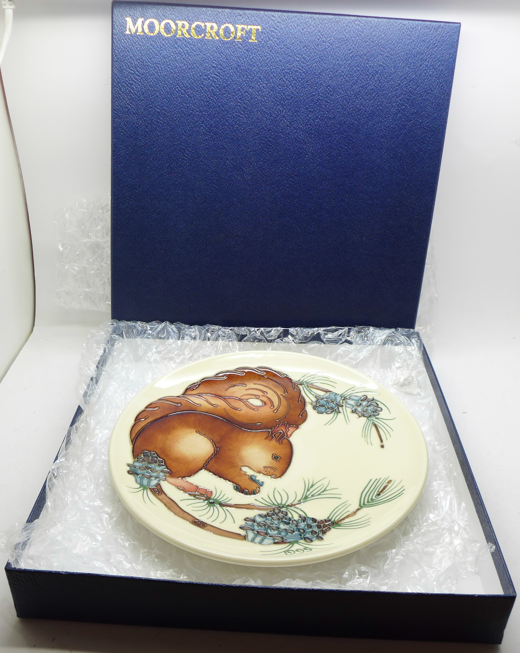 A Moorcroft Limited Edition Year Plate 1995, squirrel design, 300/500, signed and dated 4.11.95, - Image 6 of 6