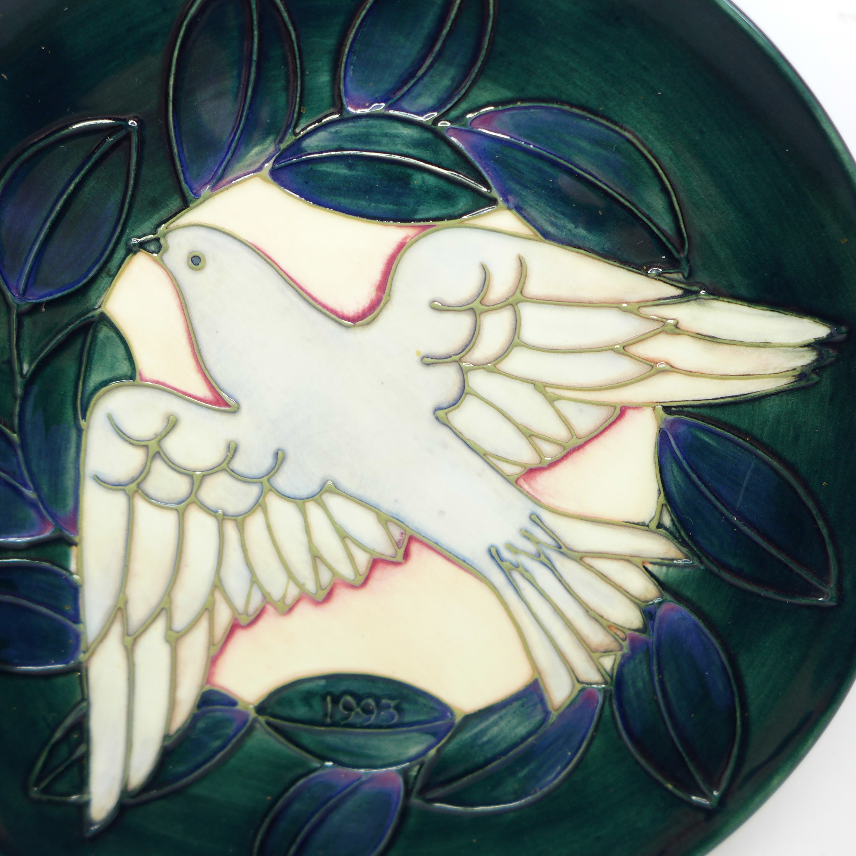 A Moorcroft Year Plate, Second Series Second Edition 1993, dove design, 204/500, with box and signed - Image 2 of 6