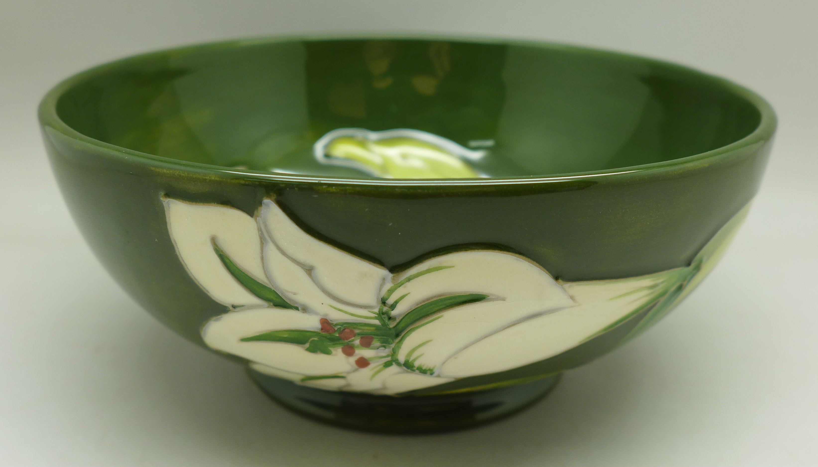 A Moorcroft Bermuda Lily bowl, 163mm diameter