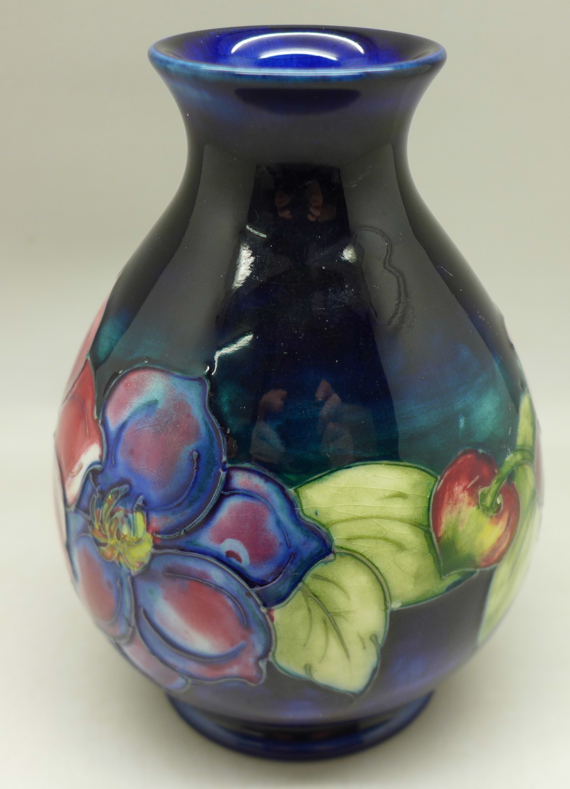 A Moorcroft clematis vase, with paper label, The Late Queen Mary, 13cm - Image 4 of 6