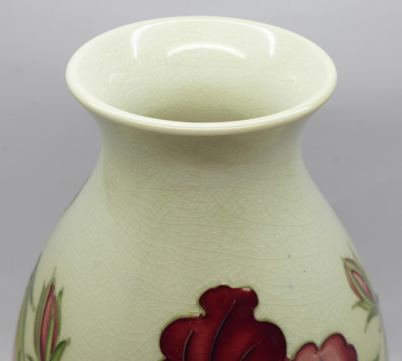A Moorcroft hibiscus vase, crazed, 20.5cm - Image 4 of 6