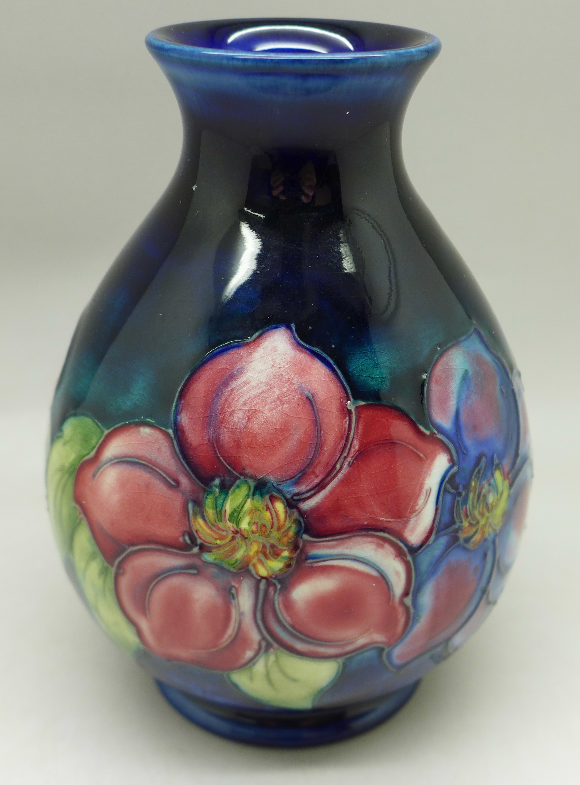 A Moorcroft clematis vase, with paper label, The Late Queen Mary, 13cm - Image 3 of 6