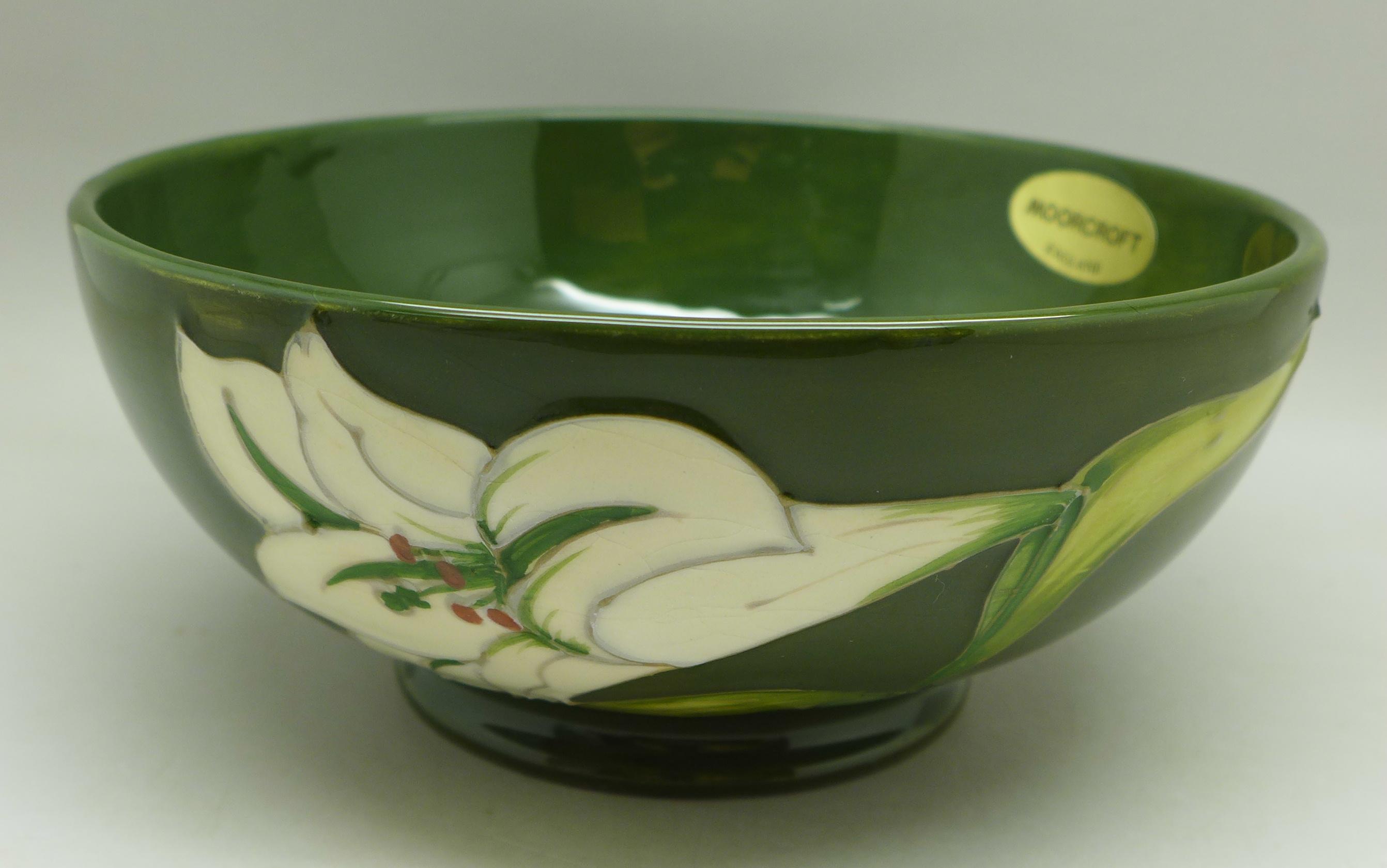 A Moorcroft Bermuda Lily bowl, 163mm diameter - Image 4 of 6