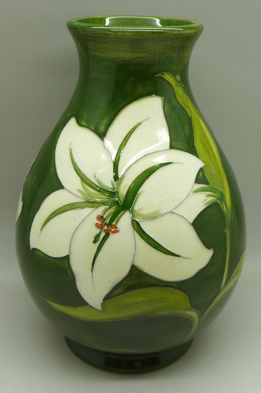 A Moorcroft Bermuda Lily vase, signed, 18.5cm - Image 2 of 6