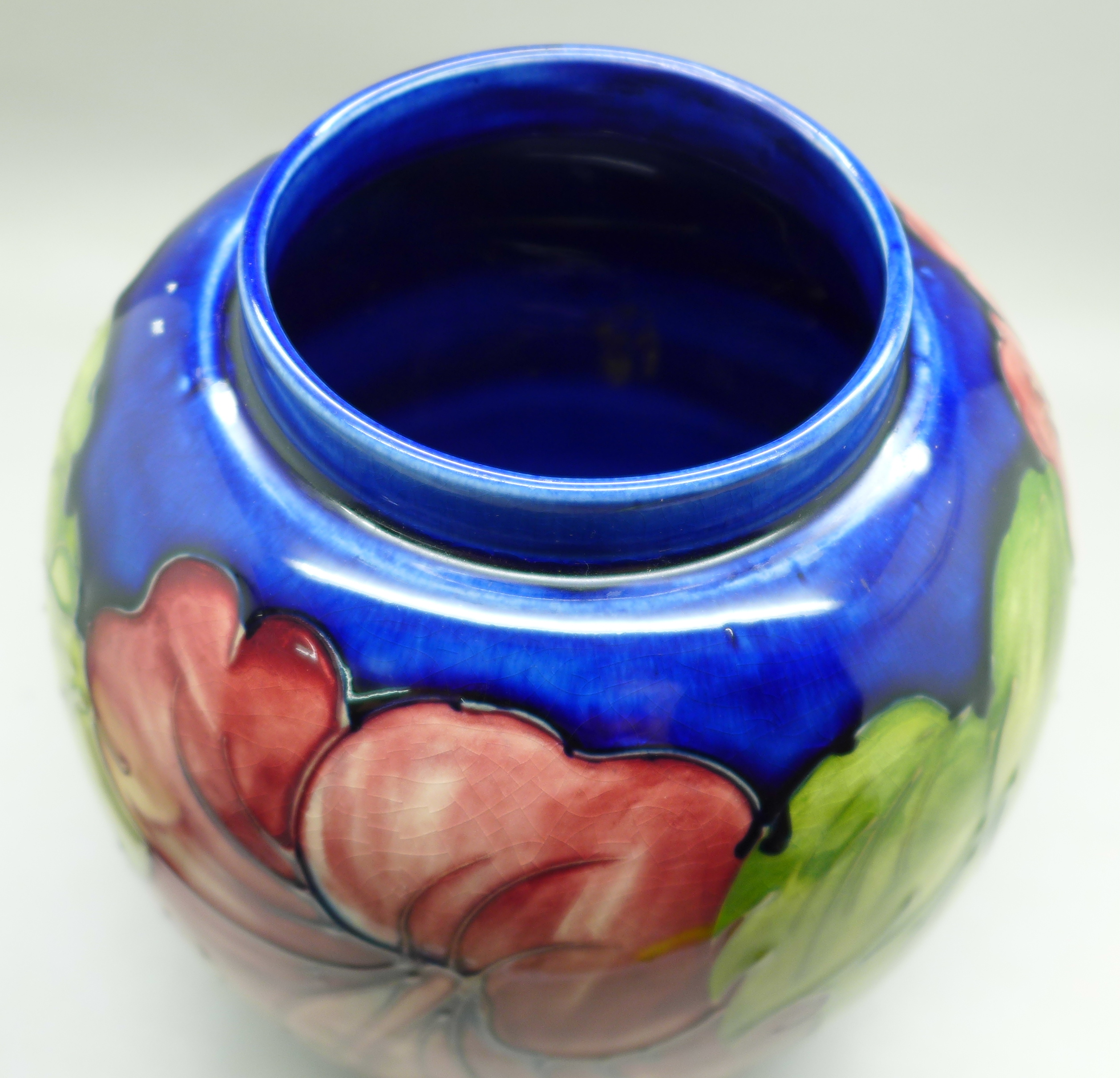 A Moorcroft hibiscus ginger jar on blue ground, signed, with paper label inside lid, 20cm - Image 7 of 9