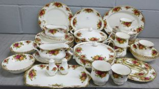 Royal Albert Old Country Roses tea and dinnerwares, two tureens, six large dinner plates, oval