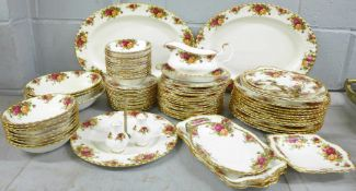 Royal Albert Old Country Roses dinnerwares, eleven dinner plates, eighteen 20.5cm side plates,