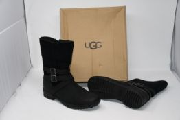 One as new UGG Lorna Waterproof Leather Black Boots size UK 7 (1095155).