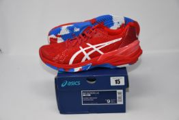 One pair of man's boxed as new Asics Sky Elite FF L.E trainers in classic red and white (UK 8).